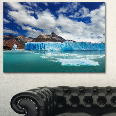 Designart Perito Moreno Glacier Photography CanvasArt Print - 3 Panels