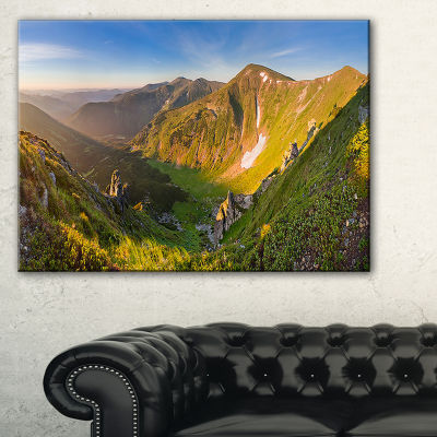 Designart Karpaty Highrise Mountains Landscape Photo Canvas Art Print - 3 Panels