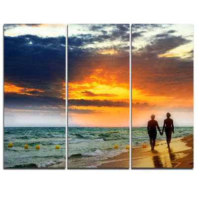 Designart Lovers At Beach Seashore Photography Canvas Art Print - 3 Panels
