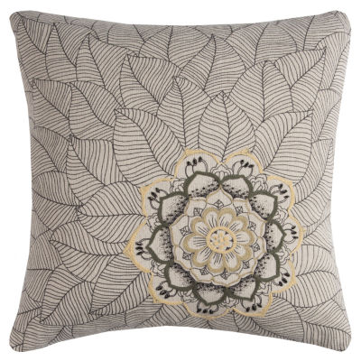 Rizzy Home Isaiah Medallion With Petals DecorativePillow