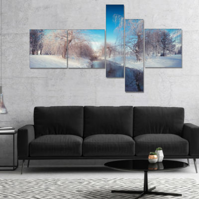 Designart Amazing Winter In City Park MultipanelLarge Landscape Canvas Art Print - 5 Panels