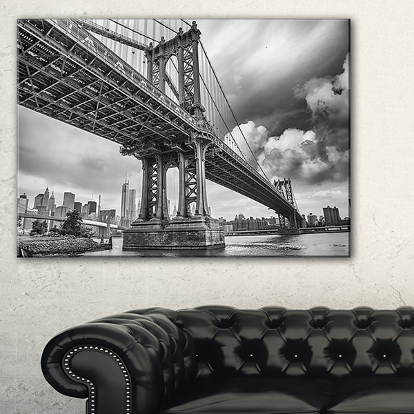 Designart Manhattan Bridge In Gray Shade CityscapePhoto Canvas Print