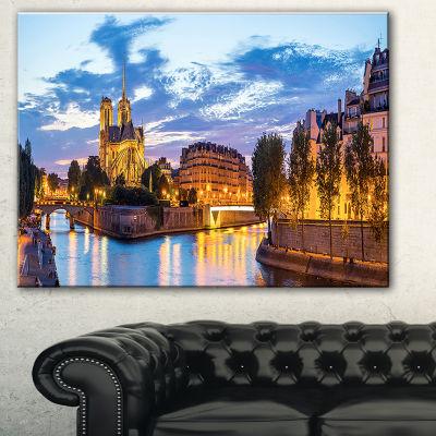 Designart Notre Dame Cathedral Landscape Photography Canvas Art - 3 Panels