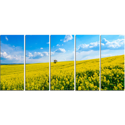 Designart Lone Tree in Blooming Cozla Park Contemporary Landscape Canvas Art - 5 Panels