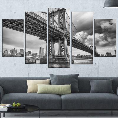 Designart Manhattan Bridge in Gray Shade Large Cityscape Photo Canvas Print - 5 Panels