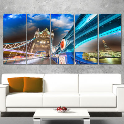 Designart Night Over Tower Bridge in London Cityscape PhotoCanvas Print - 5 Panels