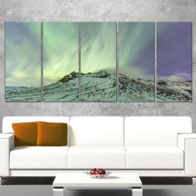 Designart Northern Light in Iceland Landscape Photo Canvas Art Print - 5 Panels