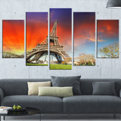 Designart Paris Eiffel Towerunder Colorful Sky Large Landscape Photo Canvas Art Print - 5 Panels
