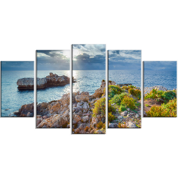 Designart Piscina Di Venere Reserve Landscape Photo Canvas Art Print - 4 Panels