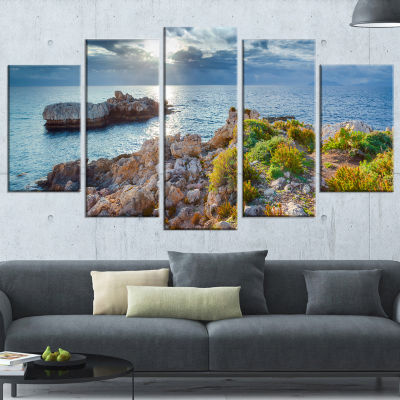 Designart Piscina Di Venere Reserve Landscape Photo Canvas Art Print - 5 Panels