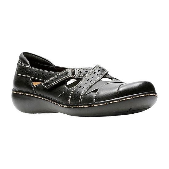 Clarks Womens Ashland Spin Q Closed Toe Slip-On Shoe