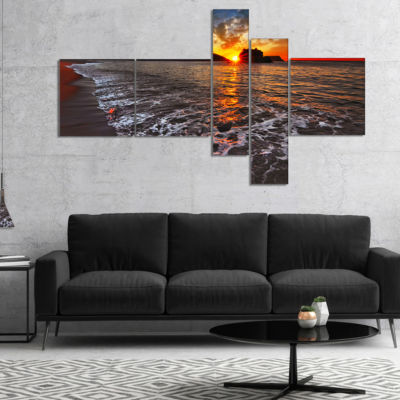 Designart Sandy Beach With Lovely Waves MultipanelSeashore Canvas Art Print - 5 Panels