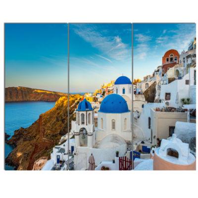 Designart Beautiful Santorin Houses Greece Cityscape Art Print On Canvas - 3 Panels