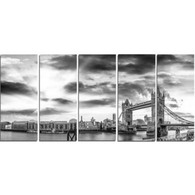 Designart Black And White View Of London PanoramaCityscape Canvas Print - 5 Panels