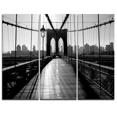 Designart Dark Brooklyn Bridge Cityscape Photo Canvas Print - 3 Panels