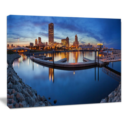 Designart Milwaukee Panoramic View Cityscape PhotoCanvas Print
