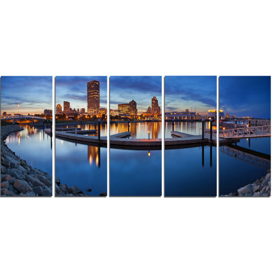 Designart Milwaukee Panoramic View Cityscape PhotoCanvas Print - 5 Panels