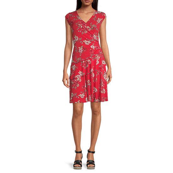 Robbie Bee-Petite Short Sleeve Floral Fit & Flare Dress