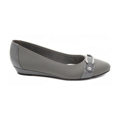 Towne By London Fog Womens Charlotte Pumps Pull-on Pointed Toe Wedge Heel