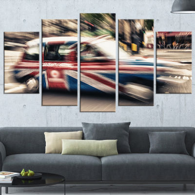 Designart Uk Cab in London Large Cityscape Photography Canvas Art Print - 5 Panels