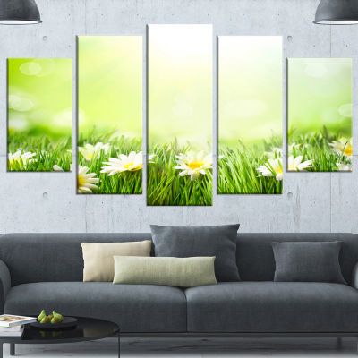 Designart Spring Meadow With Daisies Large AnimalCanvas Art Print - 4 Panels