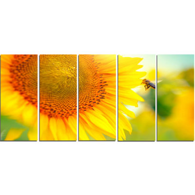 Designart Beautiful Sunflowers Blooming Large Animal Canvas Art Print - 5 Panels