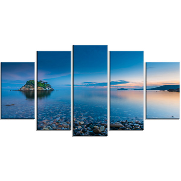 Designart Green Isle At Stony Coast Large SeashoreWrapped Canvas Wall Art - 5 Panels