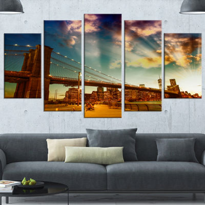 Designart Relaxing In Brooklyn Bridge Park LargeCityscape Wrapped Canvas Art Print - 5 Panels