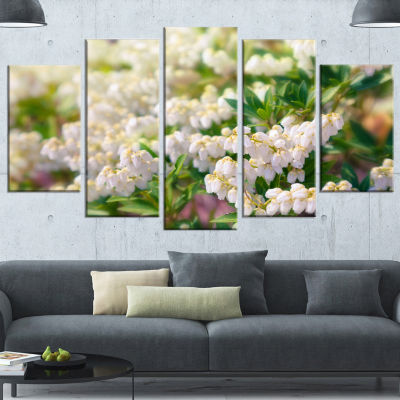 Designart Beautiful Blooming White Flowers FloralCanvas Art Print - 5 Panels