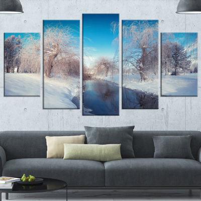 Designart Amazing Winter In City Park White LargeLandscapeCanvas Art Print - 5 Panels
