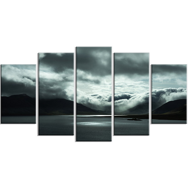 Designart Stormy Iceland In The Summer Large Seashore Canvas Art Print - 5 Panels