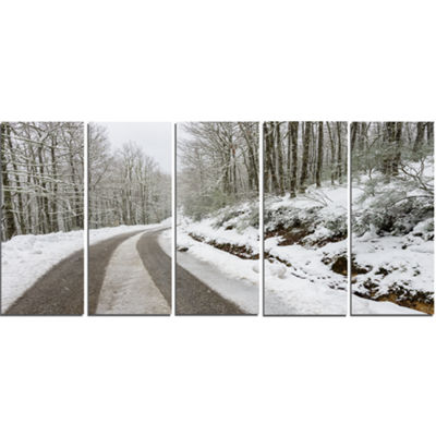Designart Snow Storm At Piornedo Spain Large Landscape Canvas Art - 5 Panels