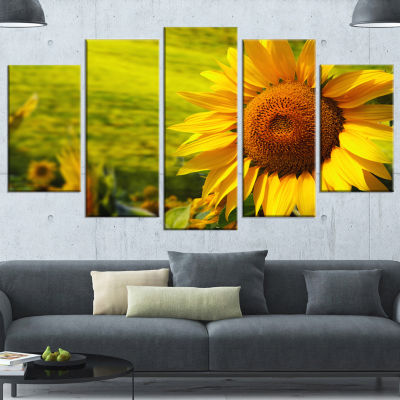 Designart Tuscany Sunflowers On Green Large FloralCanvas Art Print - 5 Panels