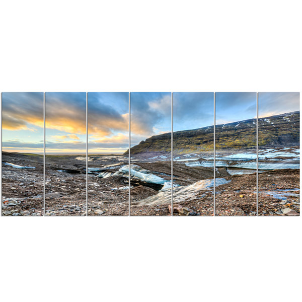 Designart Vatnajokull Glacier Trail Iceland LargeSeashore Canvas Art Print - 7 Panels