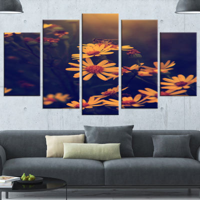 Designart Vintage White Wild Flowers And Bee LargeFloral Canvas Art Print - 5 Panels