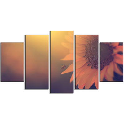 Designart Vintage Photo Of Sunflower Close Up Large Floral Wrapped Canvas Art Print - 5 Panels