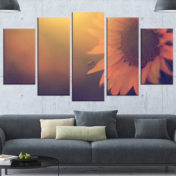 Designart Vintage Photo Of Sunflower Close Up Large Floral Canvas Art Print - 5 Panels