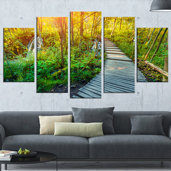 Designart Colorful Plitvice Lakes Park LandscapePhotographyWrapped Canvas Print - 5 Panels