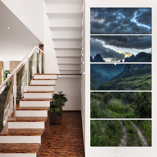 Designart Giants Castle Hills Landscape Photography Canvas Art Print - 5 Panels
