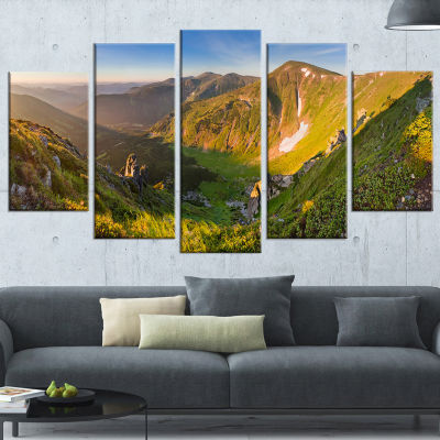 Designart Karpaty Highrise Mountains Landscape Photo CanvasArt Print - 5 Panels