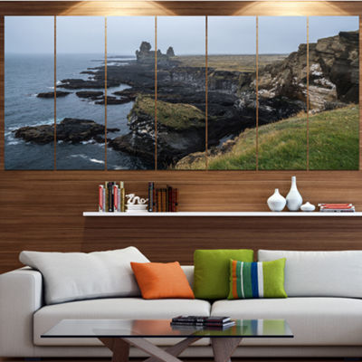 Designart Rocky And Scenic Iceland Beach LandscapeLarge Canvas Art Print - 5 Panels