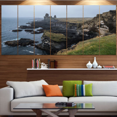 Designart Rocky And Scenic Iceland Beach LandscapeCanvas Art Print - 7 Panels