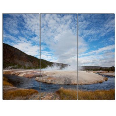 Designart Beautiful Green Nature Wonder LandscapeLarge Canvas Art Print - 5 Panels