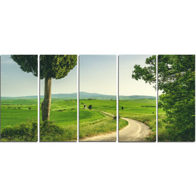 Designart Tuscan Place In Rural Area Landscape Canvas Art Print - 5 Panels