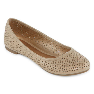 Arizona Womens Maci Slip-on Closed Toe Ballet Flats