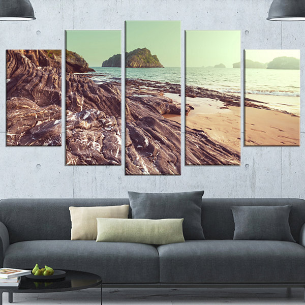 Designart Fantastic Halong Bay Vietnam Large Seashore Wrapped Canvas Print - 5 Panels