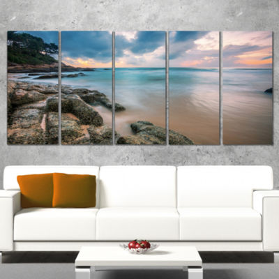 Designart Gloomy Tropical Sunset Beach Extra LargeSeascapeArt Wrapped Canvas - 5 Panels