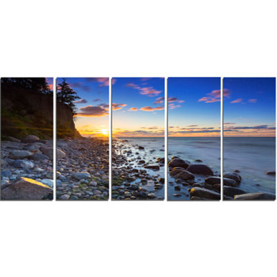 Designart Baltic Sea and Orlowo Cliff at SunriseSeascape Canvas Art Print - 5 Panels