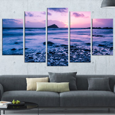 Designart Slow Motion Waves on Rocky Beach ModernSeascape Wrapped Artwork - 5 Panels