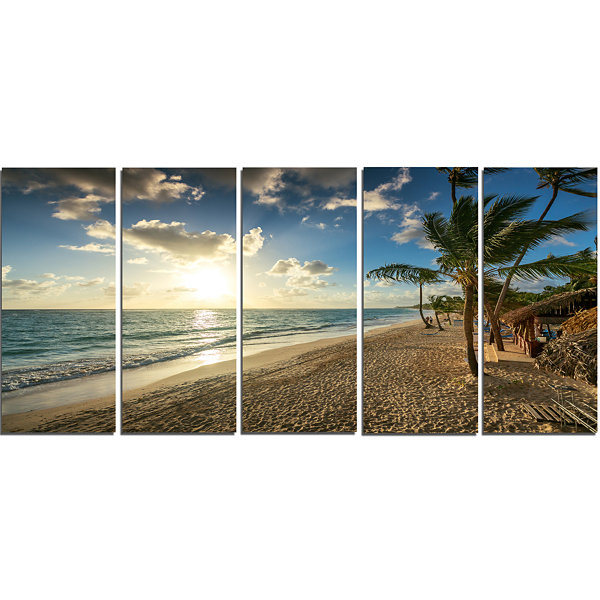 Designart Beautiful Caribbean Vacation Beach LargeBeach Canvas Wall Art - 5 Panels